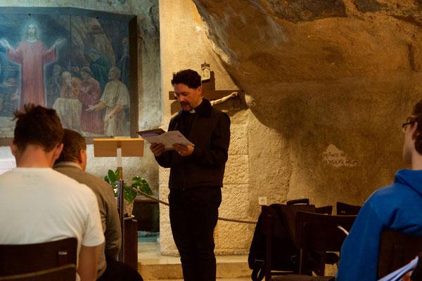 """Andacht in der Gethsemane Grotte - das """"Klassenzimmer Jesu"""""""