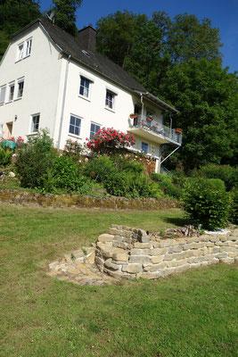 Im unteren Bereich befindet sich die Ferienwohnung Rose am Mühlenbach
