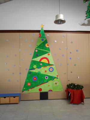 Addobbi Natale Scuola Infanzia.Per Addobbare Il Salone Nel Periodo Natalizio Tutti Insieme