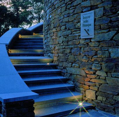 Escaliers pierre bleue et maçonnerie de pierre du pays.