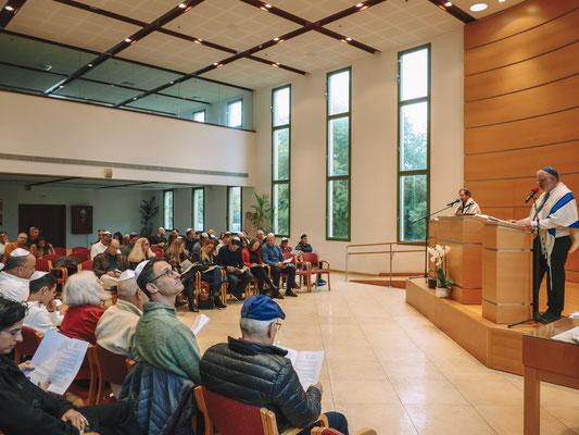 בזמן הטקס עליה לתורה - בית הכנסת הרפורמי דרכי נועם