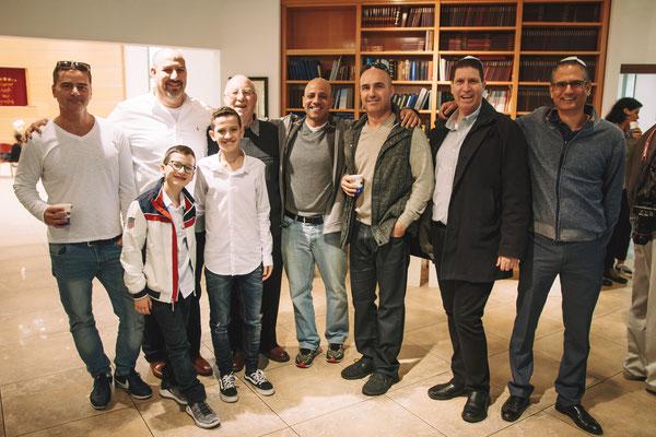 צילום של קבלת פנים עם האורחים והמשפחה - בית הכנסת הרפורמי דרכי נועם