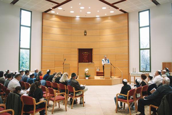 היכל בית הכנסת בזמן הטקס - בית הכנסת הרפורמי דרכי נועם