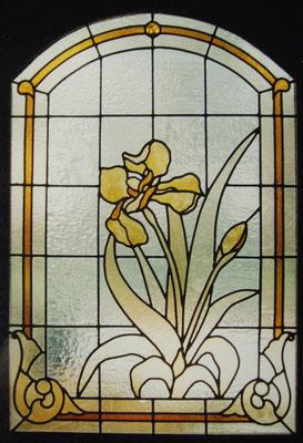vitrail iris en verre coulépour une porte d'entrée
