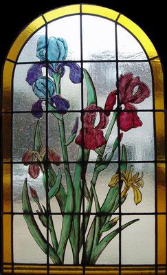 vitrail iris peint émaux et grisaille sur verre coulé