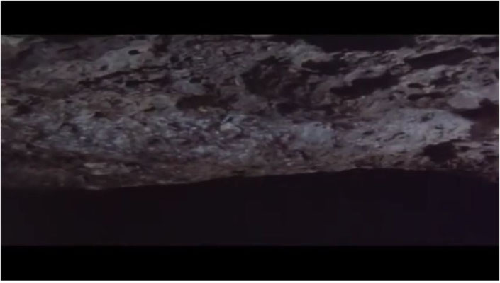 """durch ein gut gebautes Asteroiden-Modell, Nahaufnahmen und perspektivische Tricks gelang es, """"Orpheus"""" sehr realistisch aussehen zu lassen"""