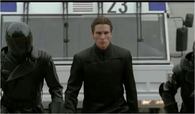 Christian Bale ist der ideale Kleriker, seine Mimik ist kalt und gefühlsarm