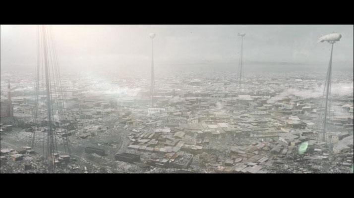 Im Jahr 2044 leben nur noch einundzwanzig Millionen Menschen, viele von ihnen in Slums, wie diesem
