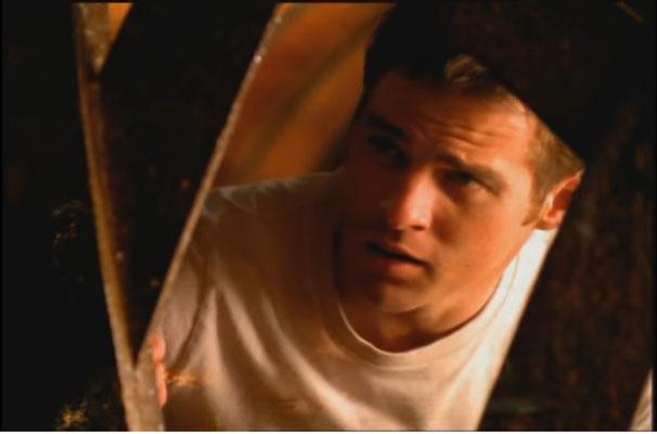Ben Browder, der zwischen 2005 und 2007 auch in Stargate zu sehen war, übernahm die Hauptrolle in dieser ungewönlichen Space Opera