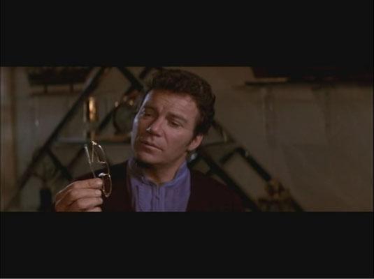 Shatner zeigt uns einen allmählich alternden Kirk, der noch lange nicht zum alten Eisen gehören möchte)