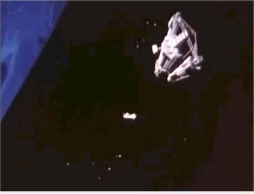 das (+) hinter der 1 gibt es für die insgesamt noch recht ansehnlichen Weltraum-Special Effects