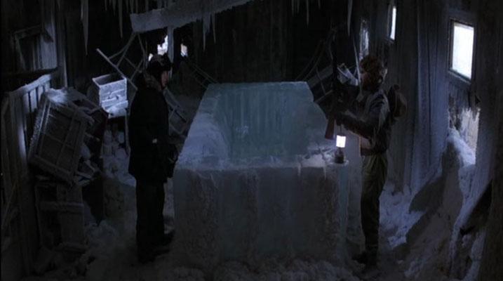 in der norwegischen Station entdeckt MCReady eine seltsame Öffnung im Eis