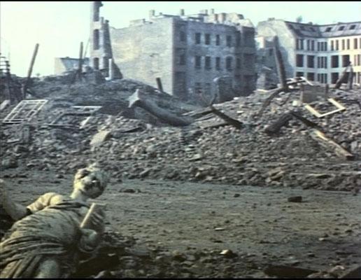 ohne dabei allzu drastisch vorzugehen, zeichnet der Film ein möglichst realistisches Bild der Zerstörung und somit eine Kakophonie des Grauens