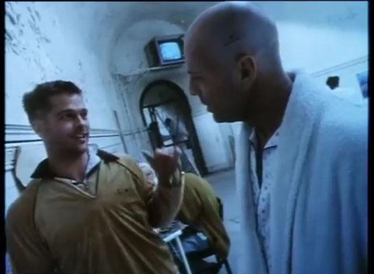 für seine Rolle in 12 Monkeys erhielt Brad Pitt mehrere Auszeichnungen und Nominierungen
