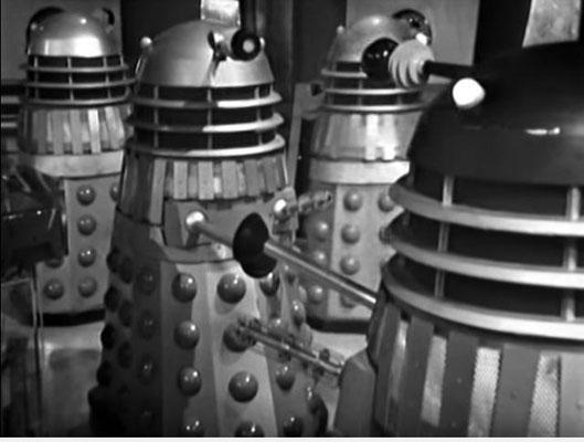 Die DALEKS erinnern wohl nicht ganz zufällig an Roboter, späterer US-amerikanischer SciFi-Produktionen