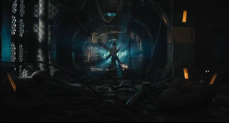 im Film werden typische Versatzstücke des SciFi-Horror Genres präsentiert. Da darf der obligatorische Riesen-Ventilator am Ende eines Ganges nicht fehlen