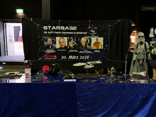statt mit Presseausweis, war ich dieses Mal  als einer von fünf Vertretern des gemeinnützigen Starbase e.V. mit einem Stand auf einer Convention zu Gast