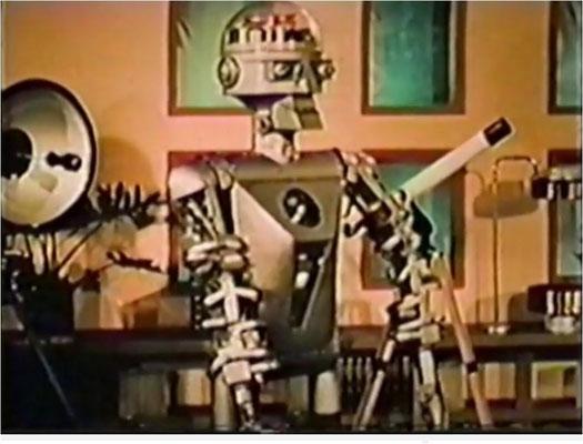 Für die Einleitungen wurden oft möglichst beeindruckend und futuristisch wirkende Maschinen und Gadgets wie dieser 1953 von Harvey G. Chapman Jr. für die Garrett Corporation gebaute experimentelle Roboter vewendet