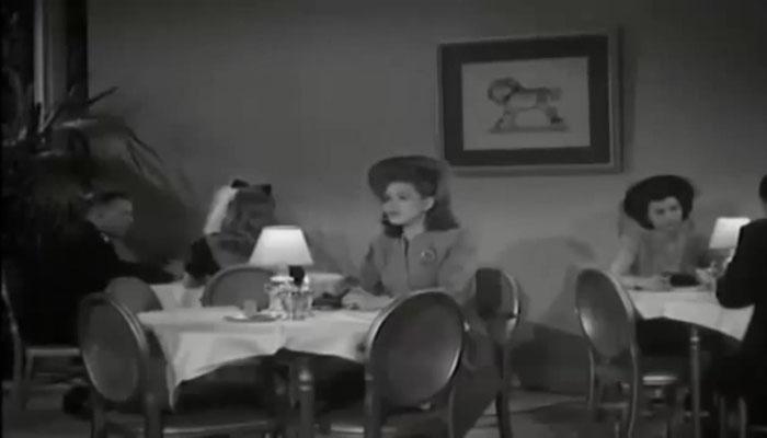 Shirley Patterson übernahm die Rolle der Journalistin Linda Page. Wie in einem Serial üblich, wird die schöne junge Frau von unserem Heldenduo am Ende des Serials gerettet