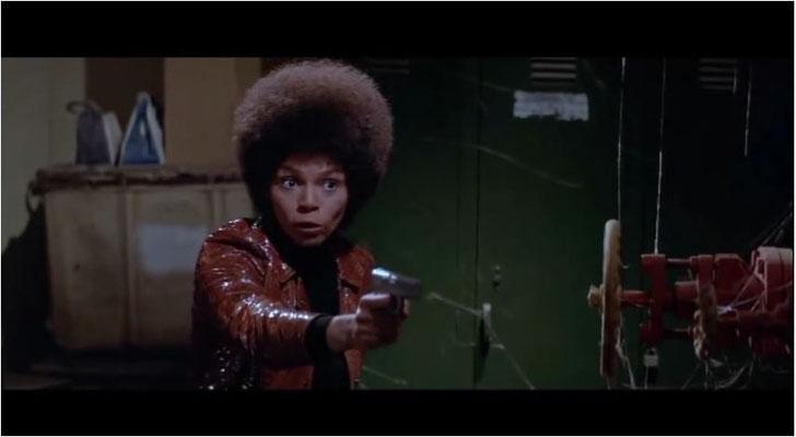 Drehbuchautorin Joyce Corrington wollte das Konfliktpotential des Drehbuchs intensiveren und schrieb eine schwarze Frau, die hervorragende Rosalind Cash, ins Drehbuch