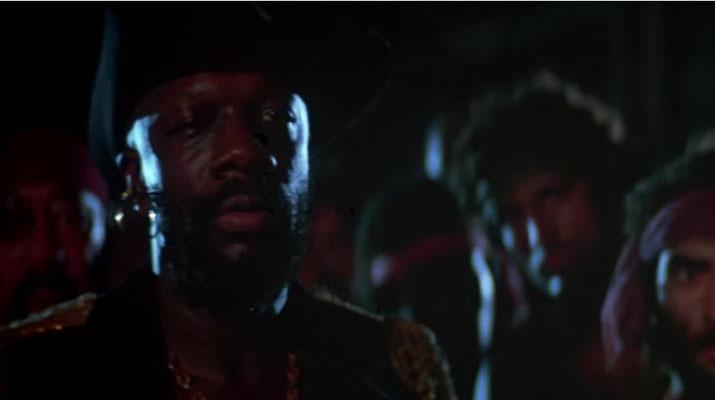 """Isaac Hayes als """"The Duke"""": nicht nur die Bilder, auch die grandiosen Kostüme vermitteln uns ein Bild einer archaischen, brutalen Hierarchie, in der nur der Stärkste gewinnen kann"""