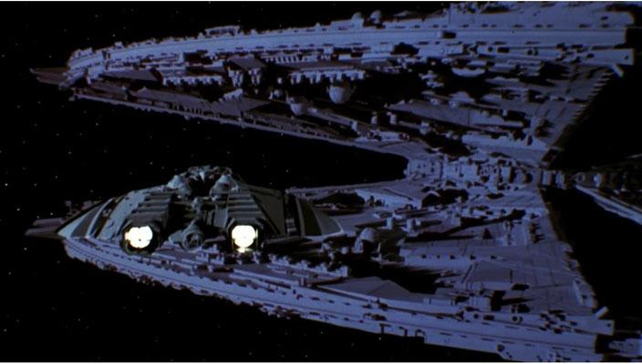 Der Anflug des Zylonen-Angriffsjägers auf sein Basisschiff kommt gestochen scharf daher