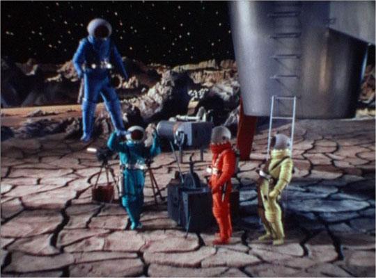 Der Tatsache, dass auf dem Mond nur 1/6 der Erdschwerkraft herrscht, wurden mit wunderschönen Aufnahmen wie diesen Rechnung getragen