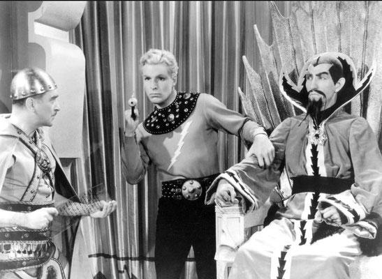 Buster Crabbe als Flash und der wundervolle Charles B. Middleton als Ming
