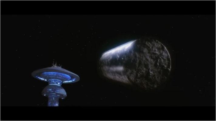 fast wie ein Dejavu: wie in Star Trek: Der Film steuert eine gefährliche Sonde unaufhaltsam zu. Allerdings wird schon dieser Szene die grandiose Technik des Films deutlich
