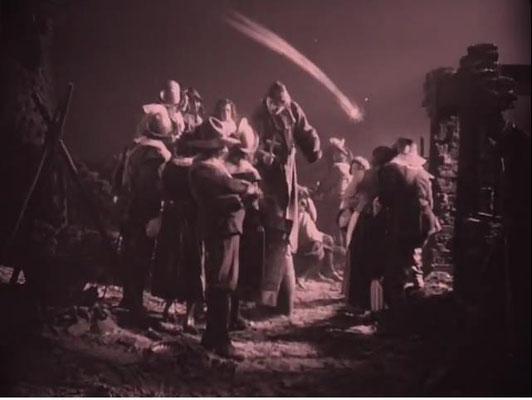 Spielszene aus dem 2. Akt, die den mittelalterlichen Aberglauben, Kometen seien Boten des Unglücks, thematisiert