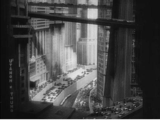 für etwa 15 Sekunden Film wurden 500 Modell per Hand Millimeter um Millimeter bewegt und per Stop Motion Verfahren aufgenommen