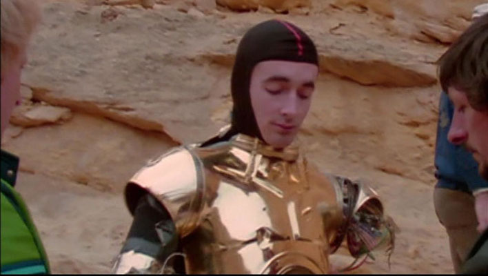 Anthony Daniels in seinem C3PO Kostüm in Tunesien 1976, aus Empire of Dreams – The Story of the Star Wars Trilogie
