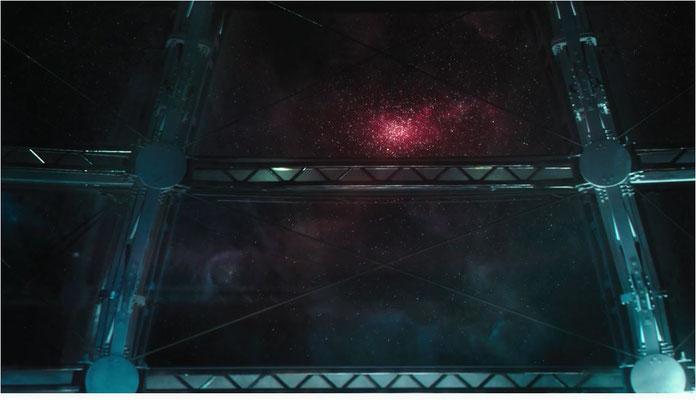 einfach, aber wirkungsvoll und gut in Szene gesetzt: ein Blick aus der Beobachtungslaunge in das Weltall