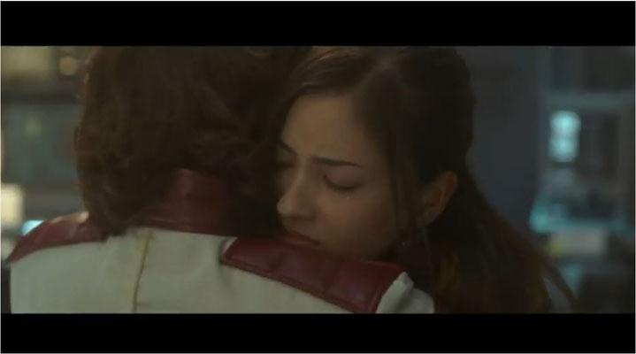 typisch für japanische Filme ist die pathetische Darstellung von Ehre von Pflichtgefühl, hier in der speziellen Art des Salutierens ausgedrückt