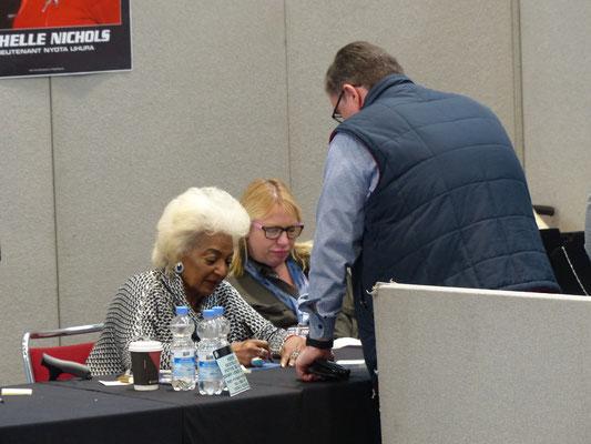 für Autogramm- Foto- und Smalltalk-Jäger war die Destination Star Trek ein Paradies, hier mit Nichelle Nichols