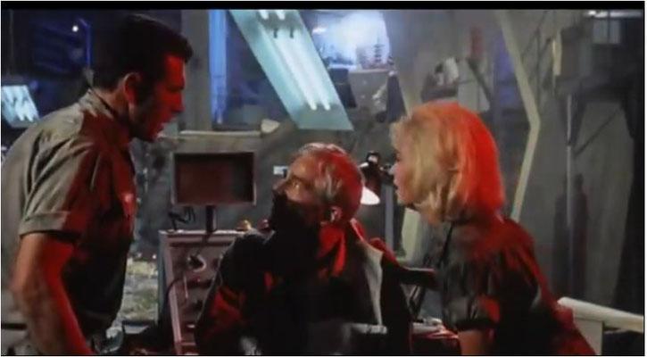 Dana Andrews, der in den 40er Jahren berühmt geworden war, sowie Kieron Moore und Janette Scott, die bereits 1962 in Blumen des Schreckens  gemeinsam vor der Kamera gestanden hatten, spielten die Hauptrollen in Ein Riss in der Welt