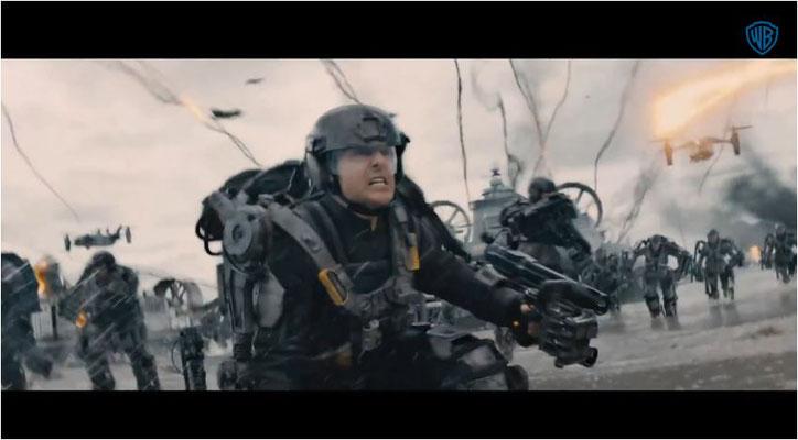Tom Cruise in seinem Exoskelett, in einem Interview berichtet Cruise, wie schwer die Anzüge waren