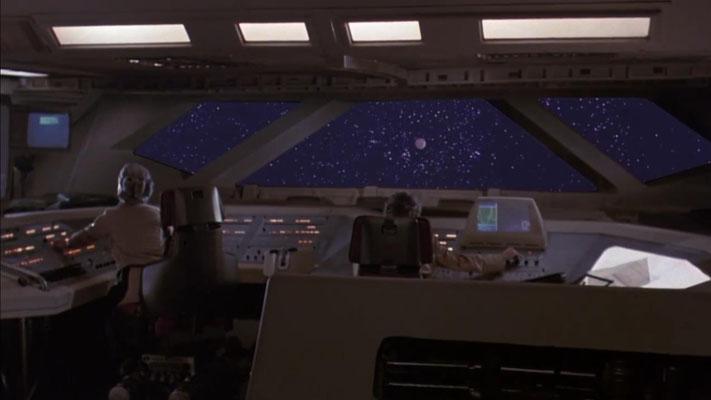 Das Bergungsraumschiff mit seiner zehnköpfigen Crew an Bord erreicht den Planeten MORGANTHUS. Ein Blick auf das Set des Cockpits: was von weitem noch sehr hübsch anzusehen ist, entpuppt sich aus der Nähe oft als eher behelfsmäßig umgesetzt