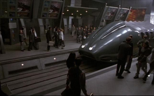 Spencer versucht zu beweisen, dass er ein Mensch ist und findet schließlich gemeinsam mit seiner Frau Maya das Wrack eines abgestürzten Centauri-Schiffes