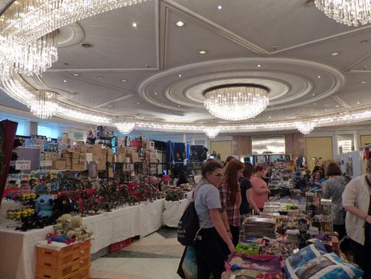 Die Verkaufsräume boten leider viel Kitsch zu überteuerten Preisen