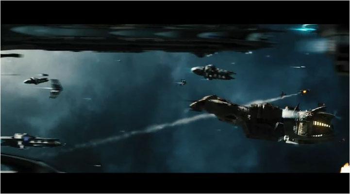 die Serenity in einem Raumkampf, es gibt einige denkwürdige actionlastige Momente im Film