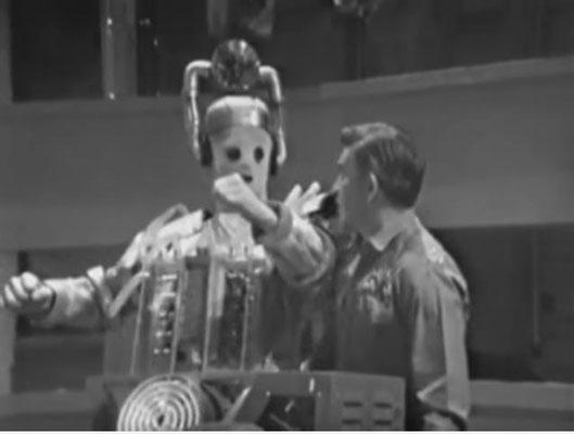 bereits die allerersten CYBERMEN wiesen konzeptionelle Ähnlichkeiten zu späteren beliebten Science Fiction Antagonisten wie den BORG in Star Trek auf)