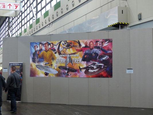 Graue Triste Trennwände bestimmten das Bild in Halle 4 der Westfalenhallen Dortmund. Da half auch das Destination Star Trek Plakat nicht viel