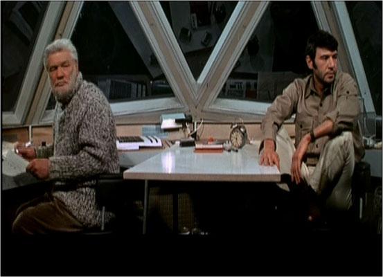 die auf einem Asteroiden gelegene Raumstation auf der Kun und Dan leben wurde von Kameramann Günther Jaeuthe gut in Szene gesetzt