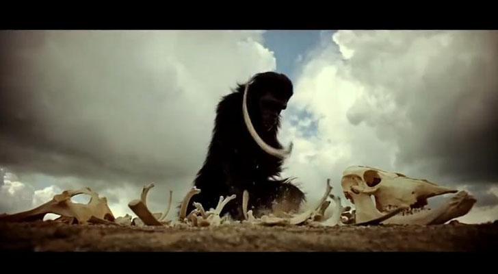 der Film beginnt mit einer etwa drei minütigen Sequenz, die die Anfänge der Menschheit von angsterfüllten Tieren hin zu einer gewalttätigen und kriegsbereiten Spezies darstellt