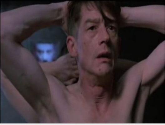 """ein brillanter John Hurt in einer der eindrücklichsten Szenen des Filmes: """"We are surrounded"""", """"Wir sind umstellt"""""""