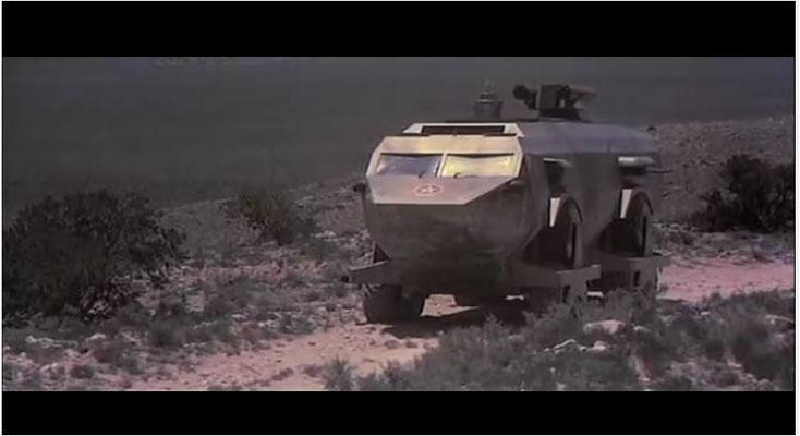 allein der Bau des Landmasters kostete 300000 Dollar. Obwohl anfangs im Film noch zwei zu sehen waren, ist dieses Fahrzeug doch ein Unikat geblieben