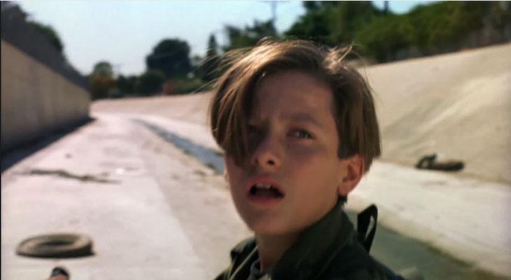 der junge John Connor wird unerbittlich von einem neuen Terminator Modell gejagt: dem T-1000