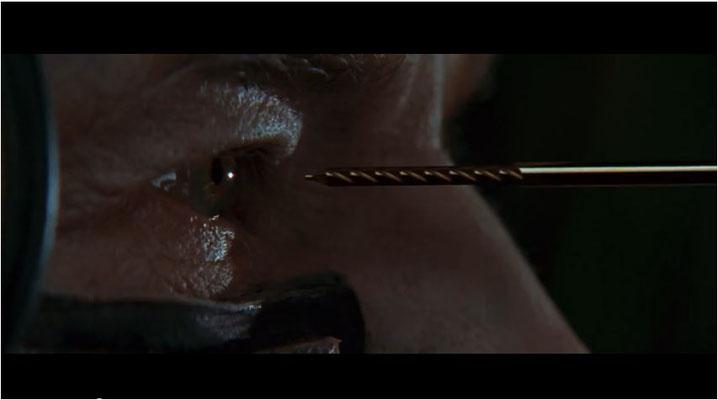 eine Schlüsselszene zu Beginn des Films: mehr als sechs Jahre ist es her, seit Cpt. Picard von den Borg assimiliert wurde, doch noch immer plagen ihn Albträume