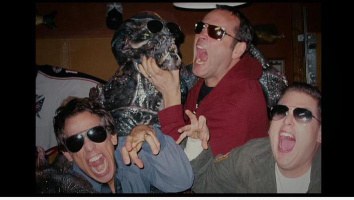 """obwohl dieses Alien nur ein lebensgroßes Modell ist, ist die Maske insgesamt  doch sehr gut gelungen. Szene: Evan, Bob und Franklin glauben, das Alien im wahrsten Sinne des Wortes """"geplättet"""" zu haben und feiern dies gebührend. Da dürfen auch ein paar Eri"""